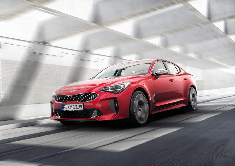 Stinger – pięcioosobowy sedan o sylwetce sportowego coupe od Kia Motors